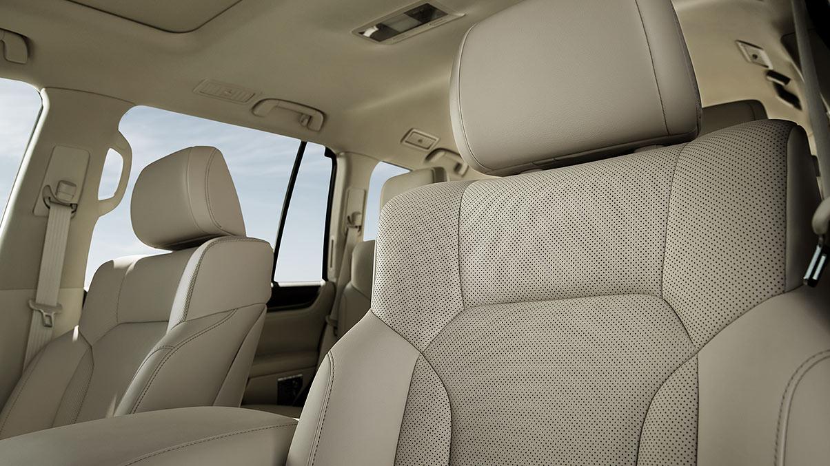 Lexus-LX-570-superiorcraftsmanship-keyfeatures-1204x677-LEXLXGMY160010