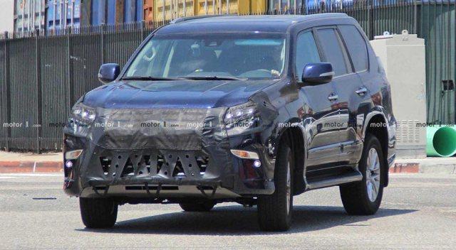 Spy shot of future Lexus GX